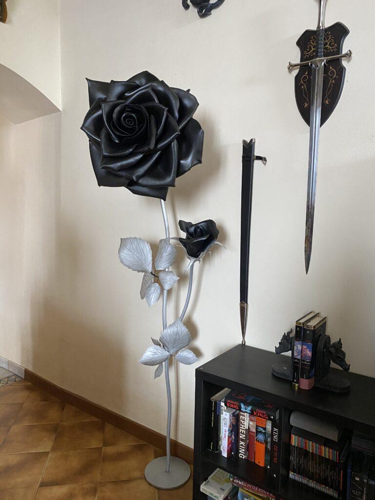 anche in nero una rosa non perde la sua eleganza
